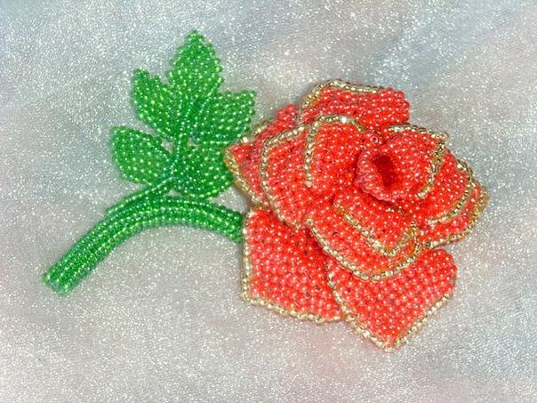 Прекрасная нежная роза из бисера станет хорошим подарком близкому человеку, учителю!Серединку плетем из красного...